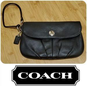 🌻EOS SALE🌻 50% off COACH leather wristlet clutch